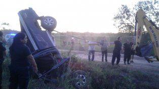 Murió el conductor de una camioneta y sobrevivió su acompañante en un vuelco fatal