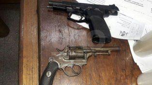 Secuestraron tres autos y dos motos robadas, además de una pistola y de un revólver