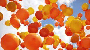 Realizan una suelta de globos en lucha contra el cáncer infantil