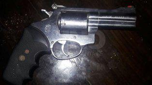 Tiroteo con tres detenidos y el secuestro de dos armas de fuego cargadas