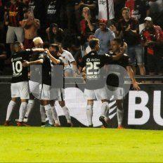Colón le ganó a Gimnasia (LP) 1-0 y llega entonado al Clásico