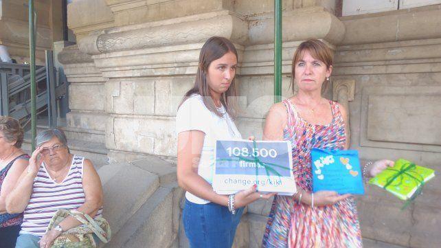 Sergio Gigliotti y Cristina Morla entregaron 124 mil firmas para que Kiki vuelva a casa