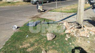 Impacto. Los imputados en el crimen chocaron contra una columna cuando iban en el auto robado en San Jorge.