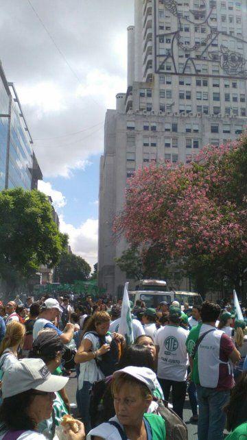 Los gremios santafesinos arriban a Buenos Aires para marchar contra las políticas del gobierno