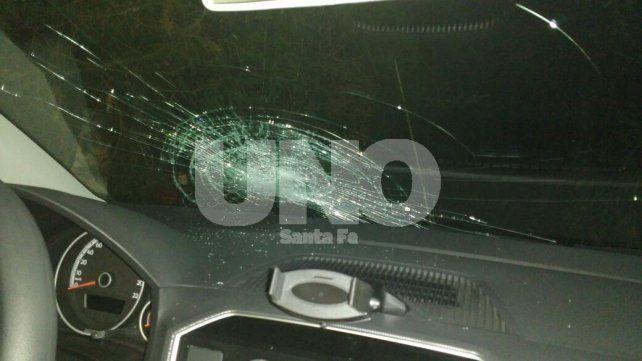 Compró un auto a la tarde y a la noche le rompieron el parabrisas de un piedrazo en la ruta 168