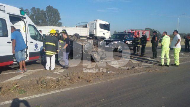 Choque y vuelco en la autopista Santa Fe-Rosario, con un muerto y un herido