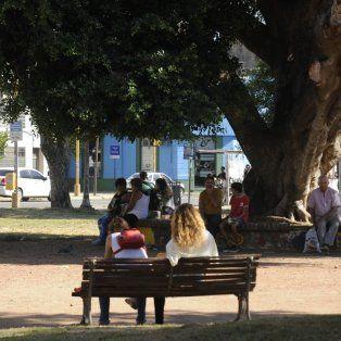 plaza espana: usuarios y vecinos exigen obras en el espacio y su entorno