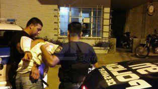 Arrestaron a cuatro hombres que se amenazaban con cuchillos en un coche de la Línea 3