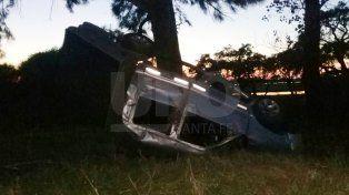 Un policía franco de servicio volcó con su camioneta y salvó su vida de milagro