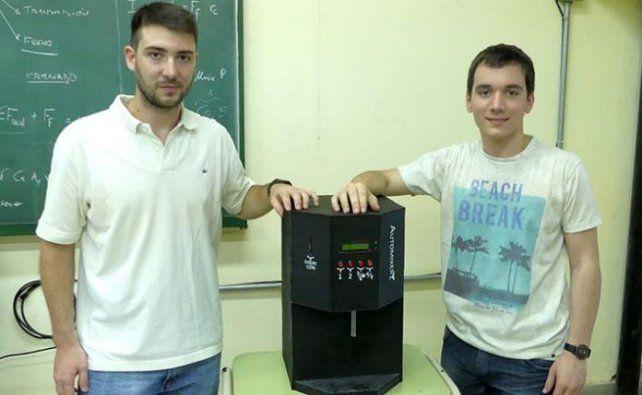 Estudiantes diseñaron máquina que sirve el fernet perfecto