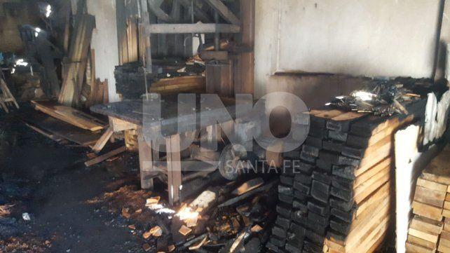 Bº Mayoraz: Tato trabaja en la maderera desde los 13, hoy se incendió y perdió todo