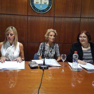 En la jornada Tres poderes por la igualdad disertaron María de los Ángeles Sacnun, senadora de la Nación; María Angélica Gastaldi, ministra de la Corte Suprema de Justicia de la provincia; y María de los Ángeles González, ministra de Innovación y Cultura de la provincia.