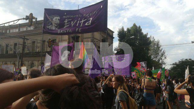 Día Internacional de la Mujer: manifestantes ya marchan por las calles de la ciudad
