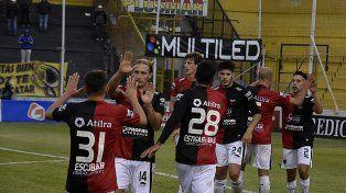 Colón goleó a Olimpo 3 a 0 con un segundo tiempo demoledor