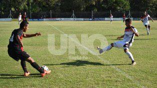 Cosmos goleó a Colón en el inicio del Apertura Juan Carlos Leoni