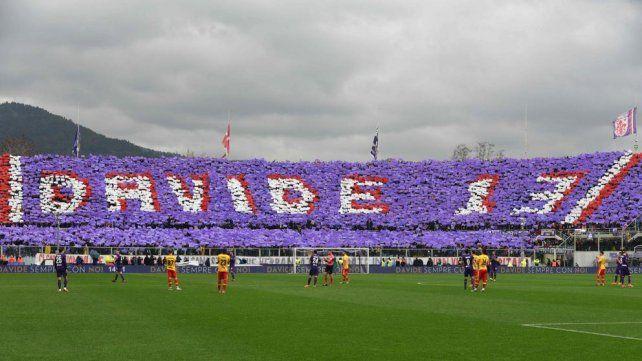Fiorentina le rindió un emotivo homenaje a su capitán Davide Astori