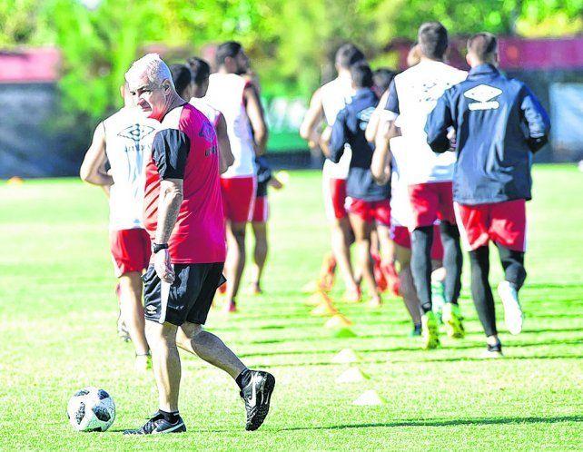 Con el debut de De Felippe, Newells busca un poco de aire en Rosario
