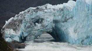 Cayó el puente del glaciar Perito Moreno, sin público