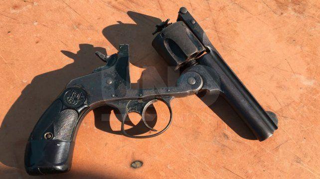 Secuestro. En el interior de la propiedad los pesquisas encontraron un revolver.