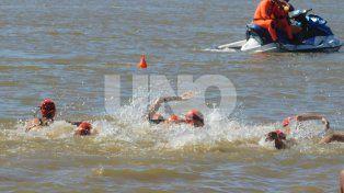 los mejores nadadores en el puerto santafesino