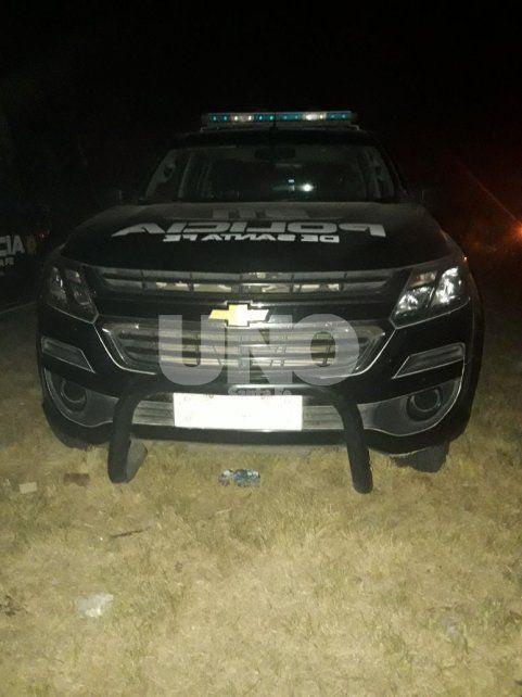 Uno de los móviles de la policía provincial que intervino en el desalojo
