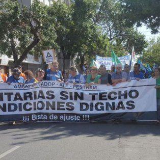estatales marchan en rechazo a la oferta del gobierno provincial. mira el recorrido