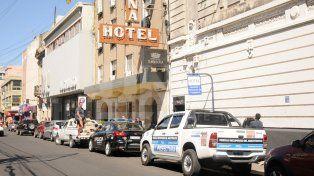 Hallan muerto a un prefecto de 30 años en un hotel céntrico