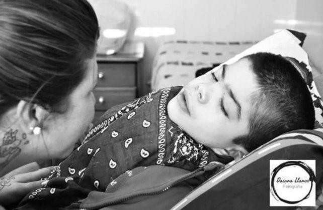 Con un evento, buscan comprar una cama ortopédica para Elías