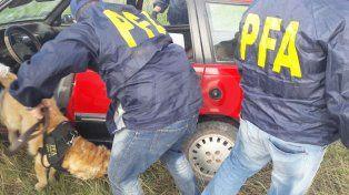 Detuvieron a dos repartidores de cocaína y marihuana con las manos en la masa
