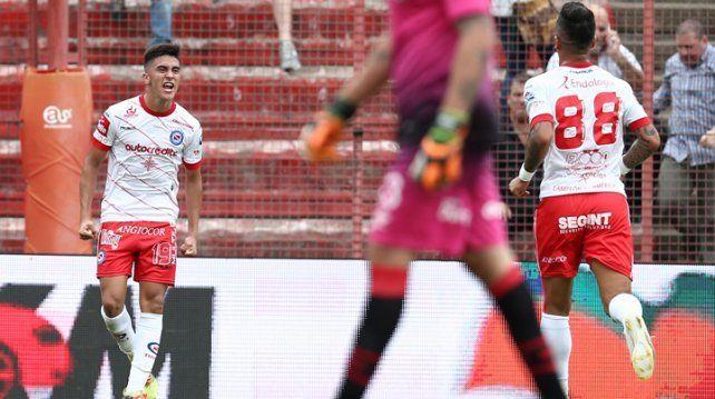 Argentinos derrotó a Newells y entró en zona de Copa Sudamericana