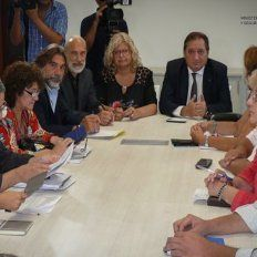 Retoman las paritarias en la provincia y en los municipios
