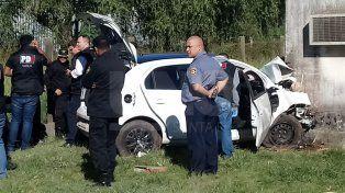 Investigan la muerte de un hombre que chocó su auto y tenía dos balazos