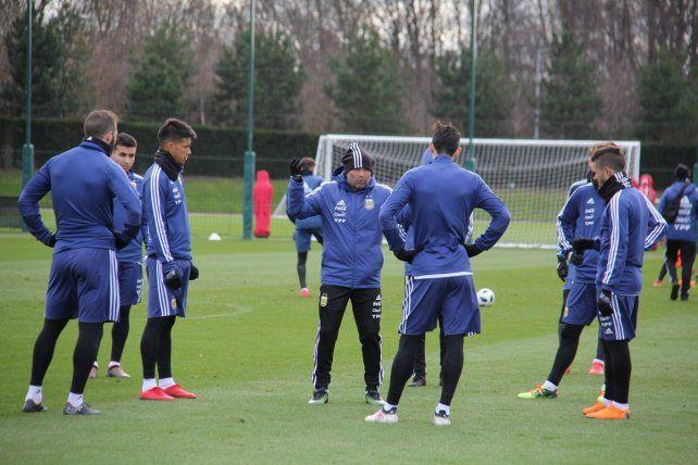 La Selección trabaja en Manchester a la espera de Messi