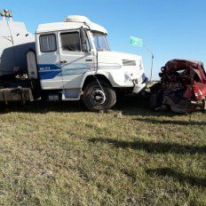 Murió un automovilista que chocó contra un camión en la autopista