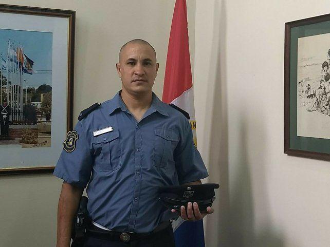 William Adrián Páez es el oficial que salvó la vida de la pequeña.