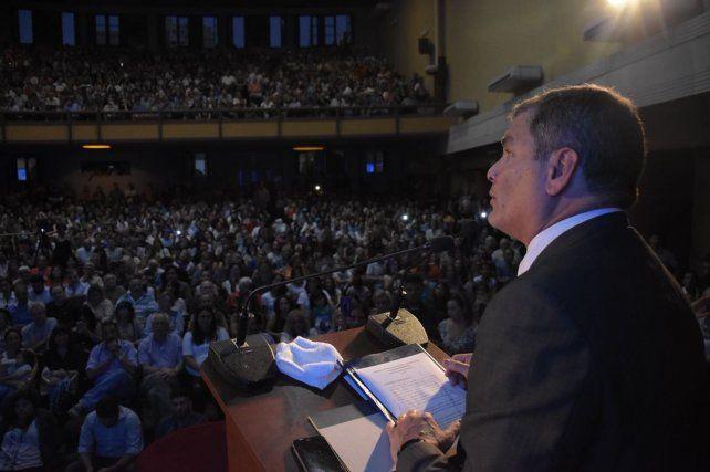Colmada. La sala Garay estuvo repleta de santafesinos que fueron a escuchar al exPresidente del Ecuador