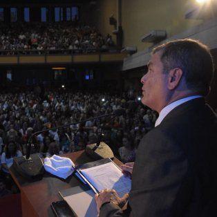 Colmada. La sala Garay estuvo repleta de santafesinos que fueron a escuchar al exPresidente del Ecuador, Rafael Correa.