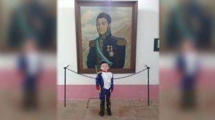 Conocé al granaderito santafesino, fan de San Martín
