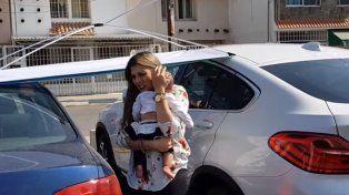 Dejó a su beba dentro del auto para ir a desayunar y la niña se insoló