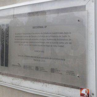 La placa que se colocó en La Cuarta.