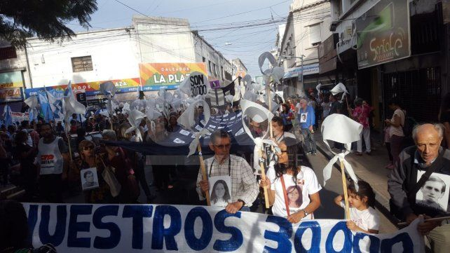 Santa Fe marchó en un nuevo aniversario del golpe de Estado