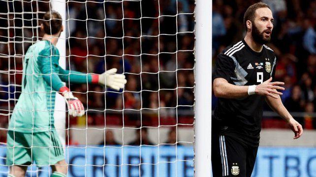 Pipa, Pipa, Pipa... el increíble gol que erró Higuaín en el arranque del partido con España