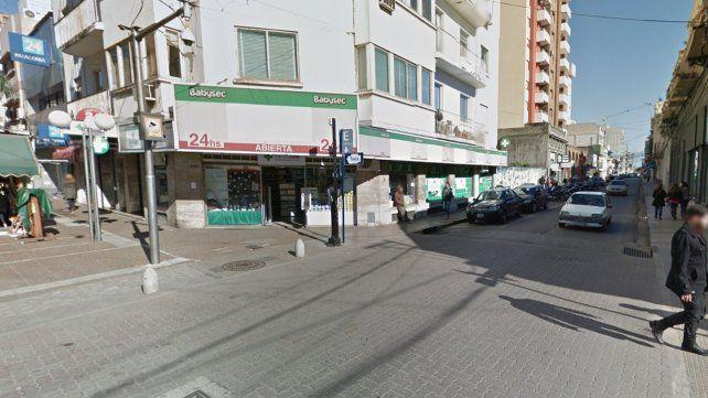 Arrestaron a un joven que destrozó la vidriera de una farmacia céntrica