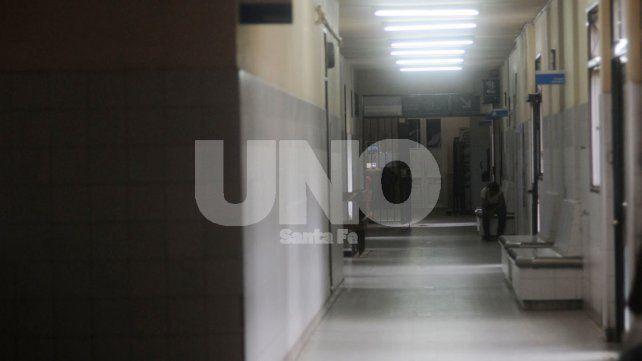 La joven fue internada en grave estado en el hospital Cullen.
