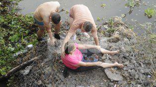 VIDEO: en un confuso episodio, Prefectura rescató a una mujer de la laguna Setúbal