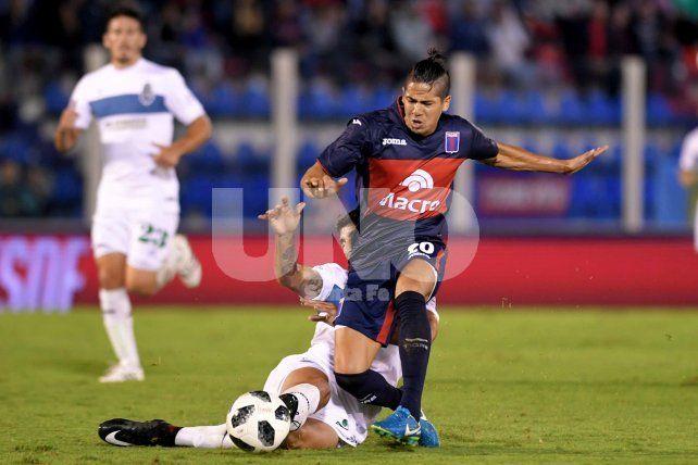 Tigre tomó oxígeno con goles de dos ex-Colón