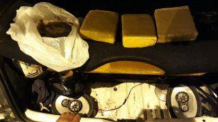 Atraparon a una pareja de narcotraficantes con tres kilos de marihuana