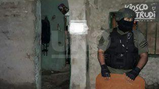 Cayeron vendedores barriales de drogas con cocaína, marihuana, ocho armas y decenas de balas