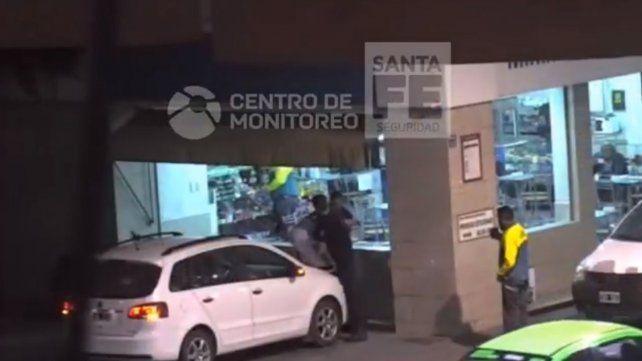 VIDEO: Se negó a un chequeo policial en Bulevar y terminó detenido