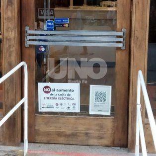 con carteles en las vidrieras, los comercios santafesinos se quejan de las tarifas electricas